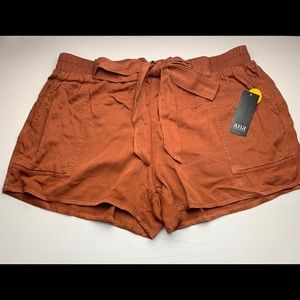 a.n.a Belted Rust Soft Shorts NWT Size Large
